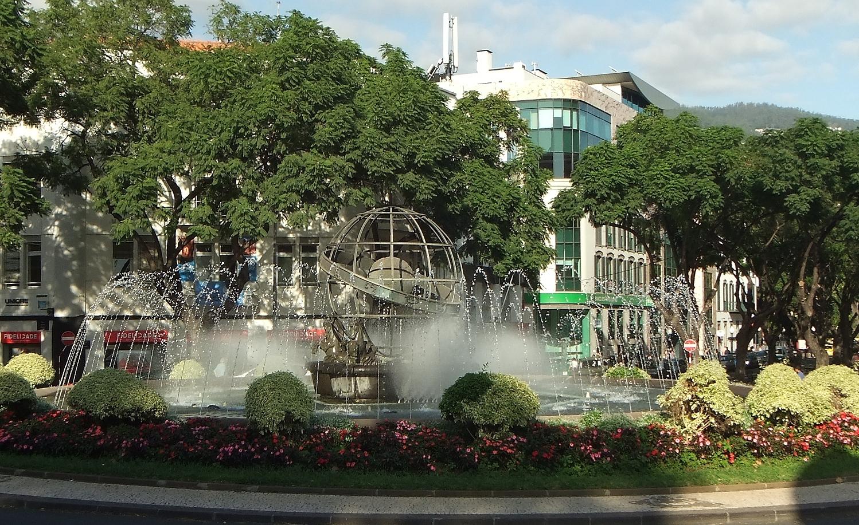 Springbrunnen mit Armillarsphäre