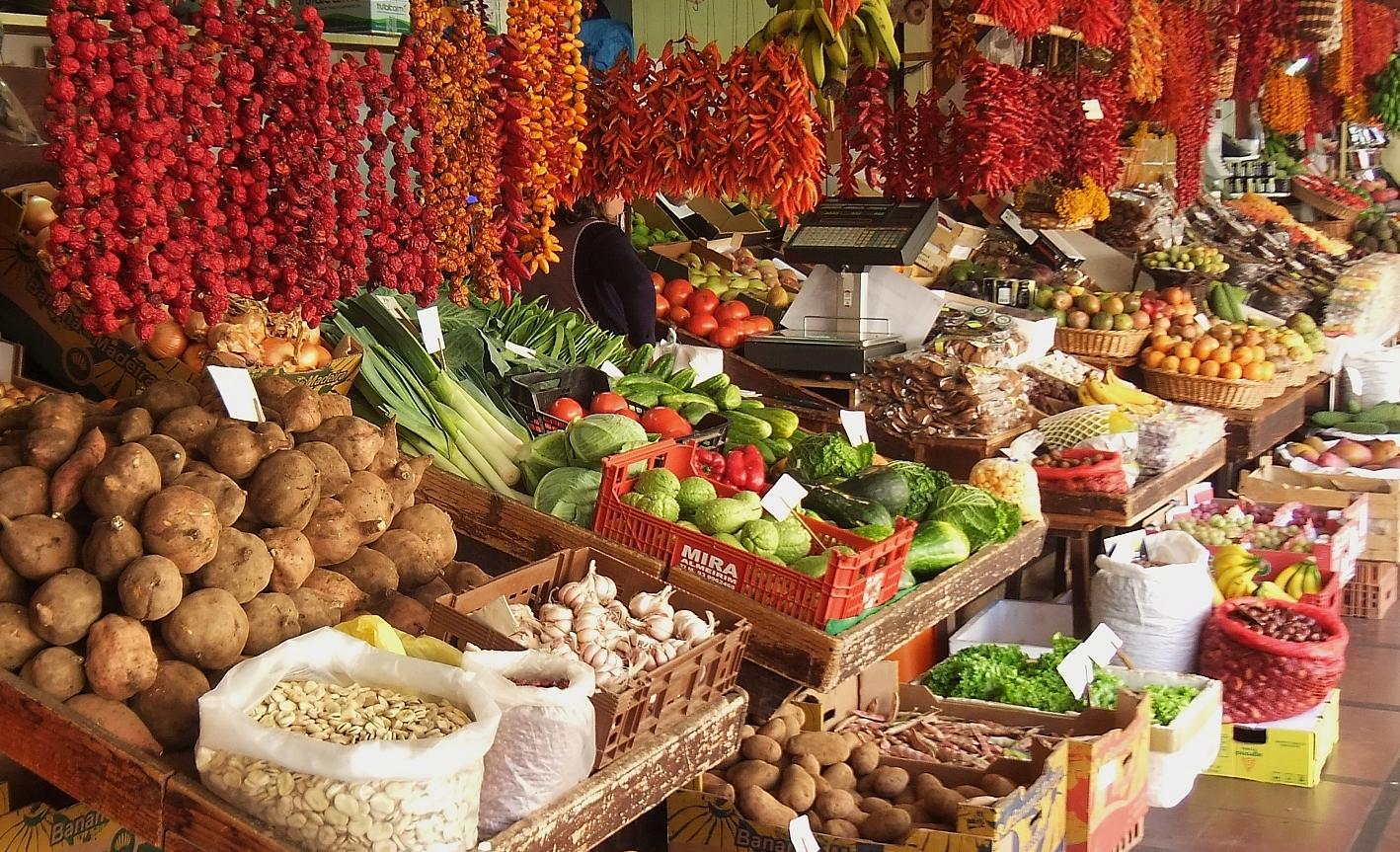 Gemüse- und Obststand