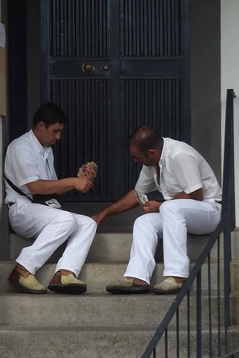 Korbschlittenfahrer während der Pause